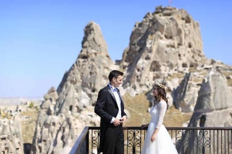 Çiftler düğün fotoğrafları için Kapadokya'yı tercih ediyor