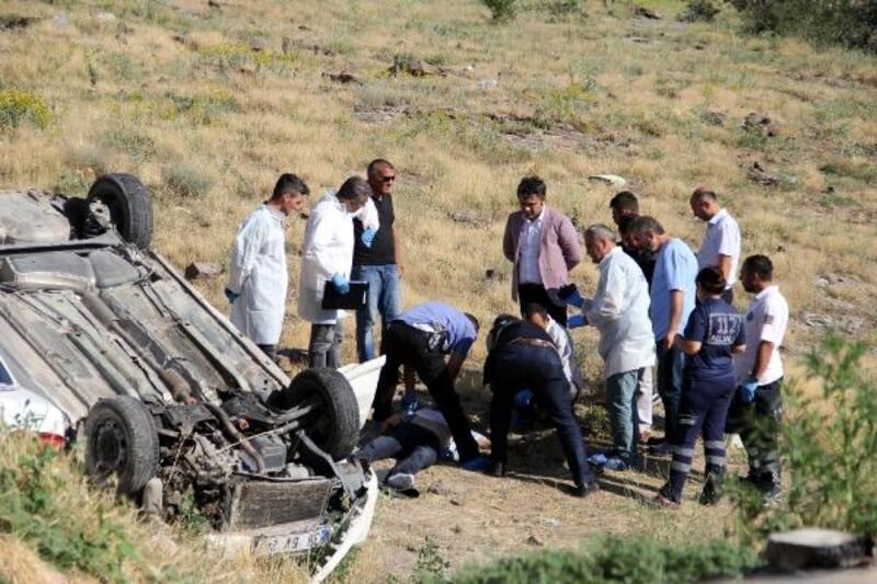 Aracıyla çarpıp, şarampole yuvarladığı otomobilin sürücüsünü öldürdü