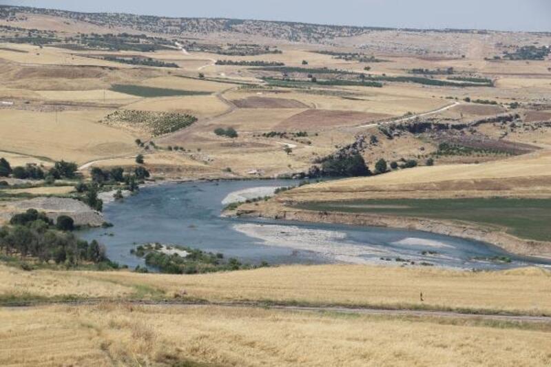 Diyarbakır'da arazide erkek cesedi bulundu