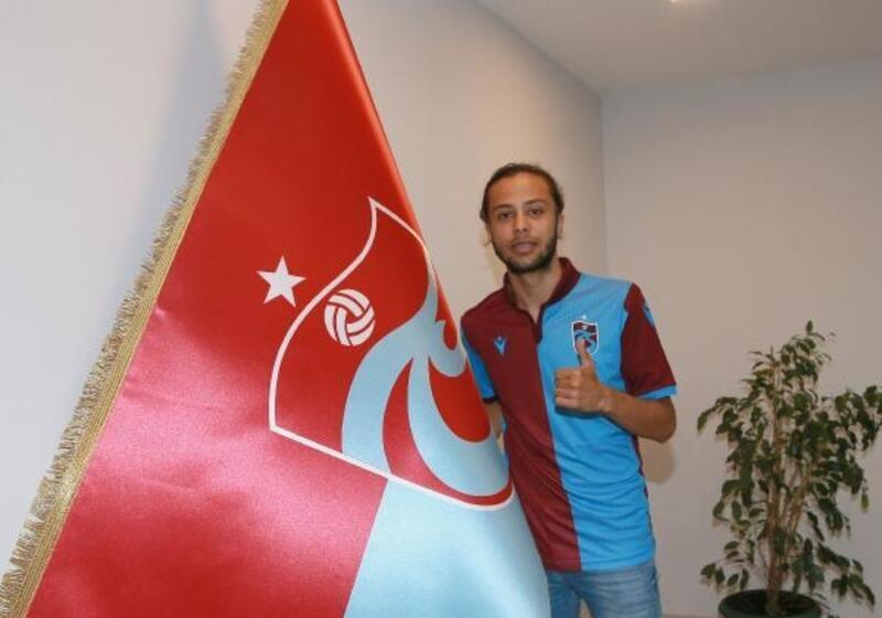 Trabzonspor'da Taha Tunç için imza töreni düzenlendi