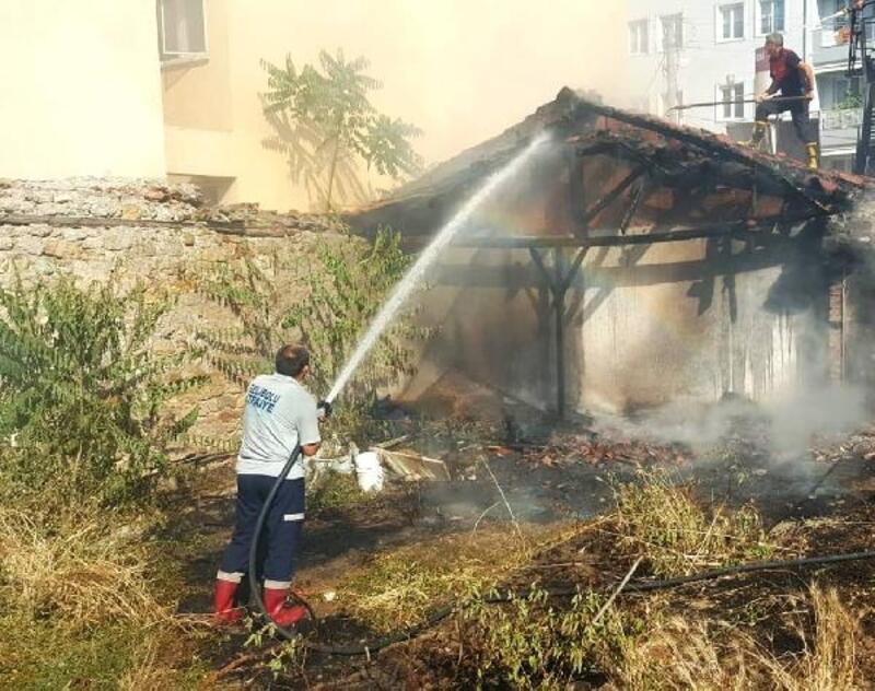 Gelibolu'da tek katlı evde yangın