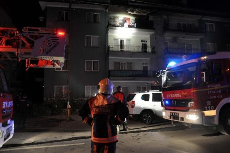 Başkent'te 4 katlı apartmanda yangın: 2 kişi dumandan etkilendi