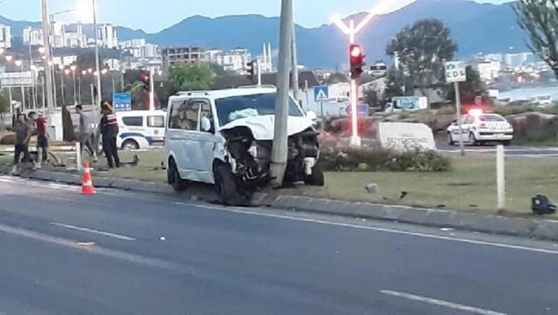 Fatsa'da otomobil ile minibüs çarpıştı: 7 yaralı