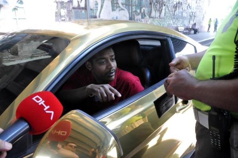 Altın rengine çevrilen lüks otomobilin Katarlı sürücüsüne para cezası