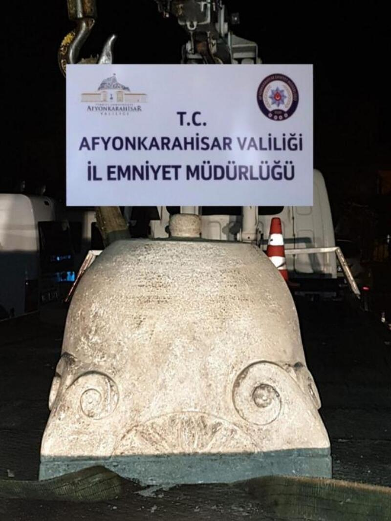 Afyonkarahisar'da antik Yunan iyon başlığı ele geçirildi