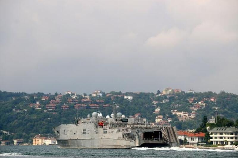 ABD askeri gemisi Boğaz'dan geçti