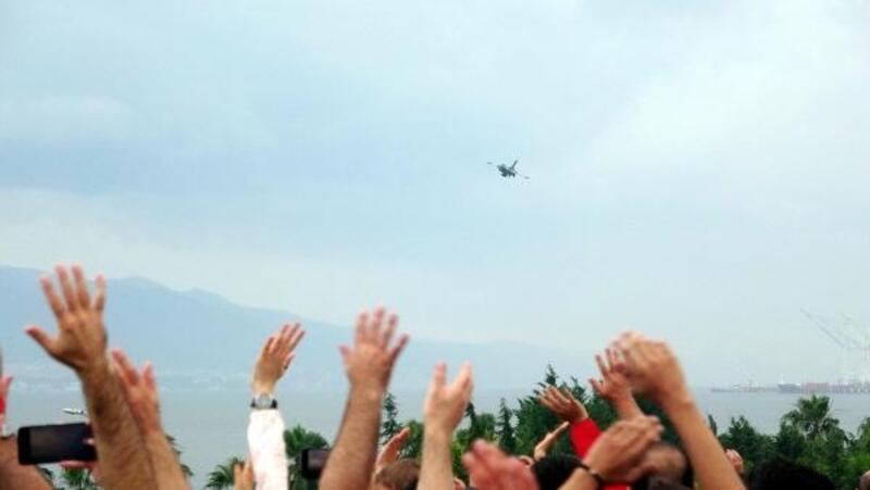 SoloTürk'ten İzmit'te nefes kesen gösteri uçuşu