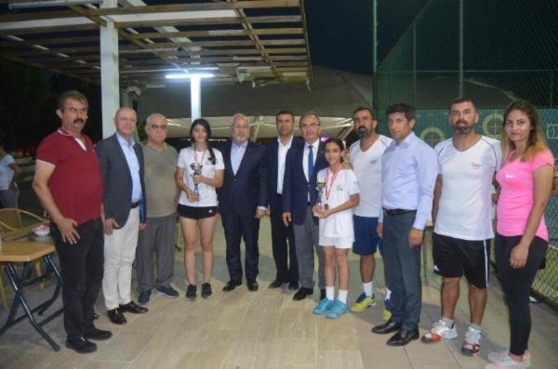 İskenderun kort tenis turnuvası şampiyonu Irmak Bahçecioğlu