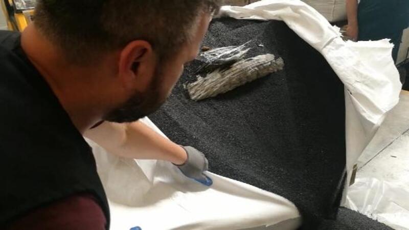 Kot taşlama kumu yüklü TIR'da 753 kilo esrar ele geçirildi