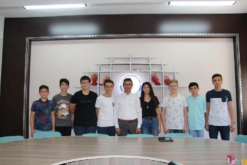 LGS'de ilk 10'a giren öğrenciler ödüllendirildi