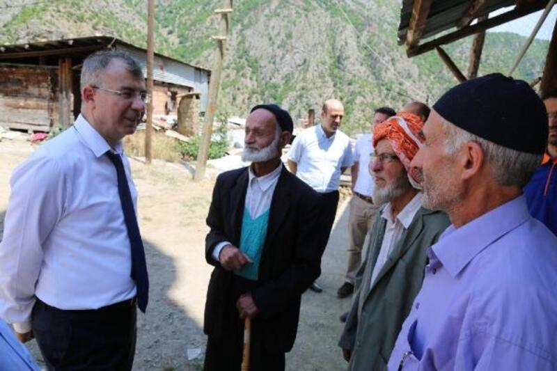 Vali Doruk'dan Yusufeli'ndeki afetzedelere ziyaret