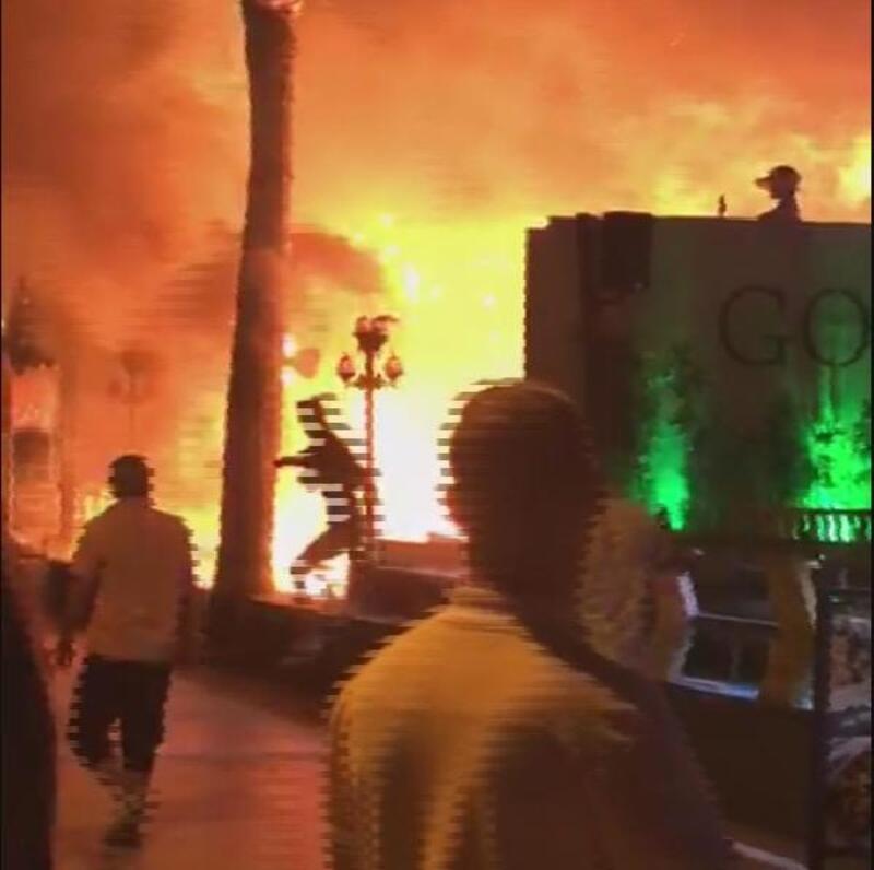 Mühürlenecek iş yerindeki masa ve sandalyeleri ateşe verdiler