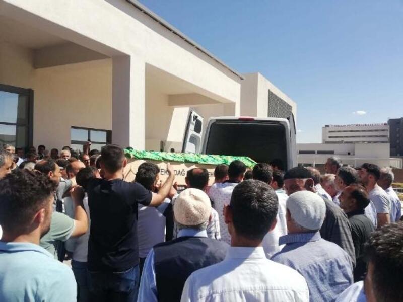 Mezuniyet dönüşü kazada ölen 4 kişiden 2'si toprağa verildi