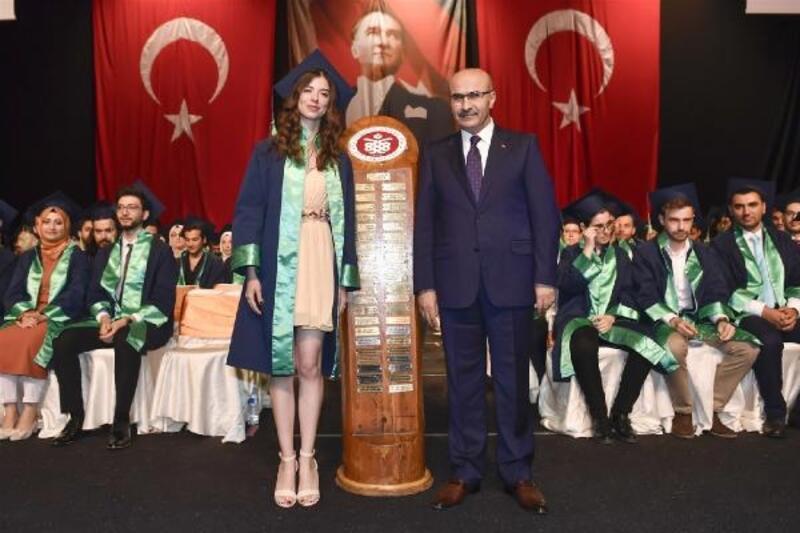 Vali Demirtaş, Tıp Fakültesi mezuniyet törenine katıldı