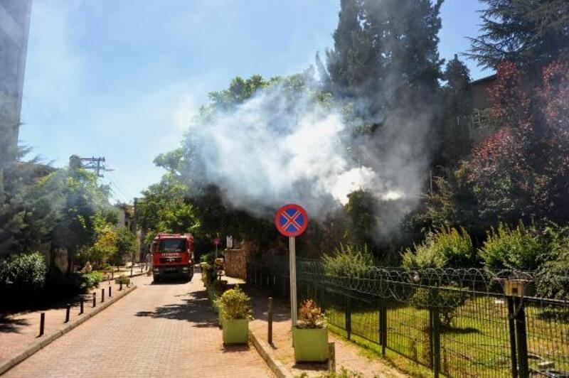 Lisenin bahçesindeki güvenlik kabininde yangın
