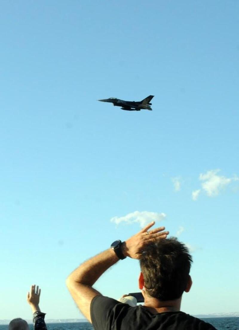 Solo Türk, Yalovalı Şehit Onbaşı için uçtu