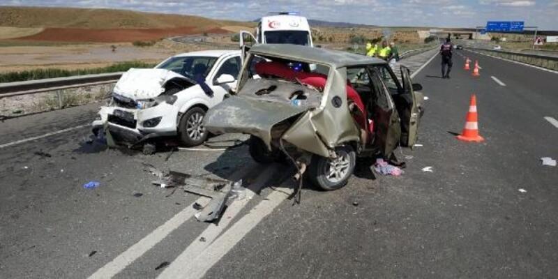 Kırıkkale'de 2 otomobil çarpıştı: 1 ölü, 5 yaralı