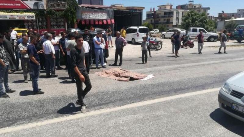 Otomobilin çarptığı elektrikli motosikletli öldü