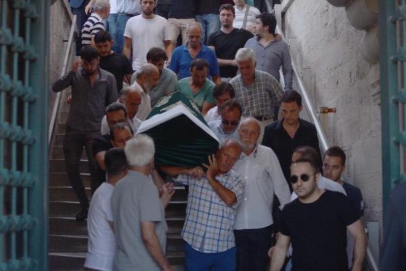 Eşini öldürüp, intihar eden işadamı Turgay Cantaş ve eşi son yolculuklarına uğurlandı