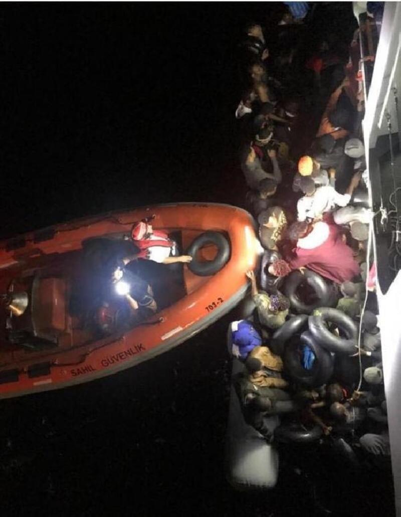 Kuşadası açıklarında 49 kaçak göçmen yakalandı
