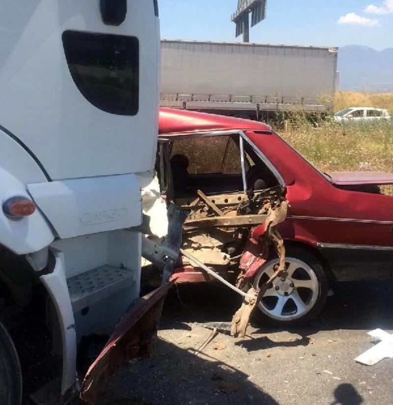 TIR ile çarpışan otomobilin sürücüsü yaralandı