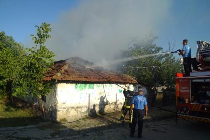 Bursa'da tek katlı ev yandı