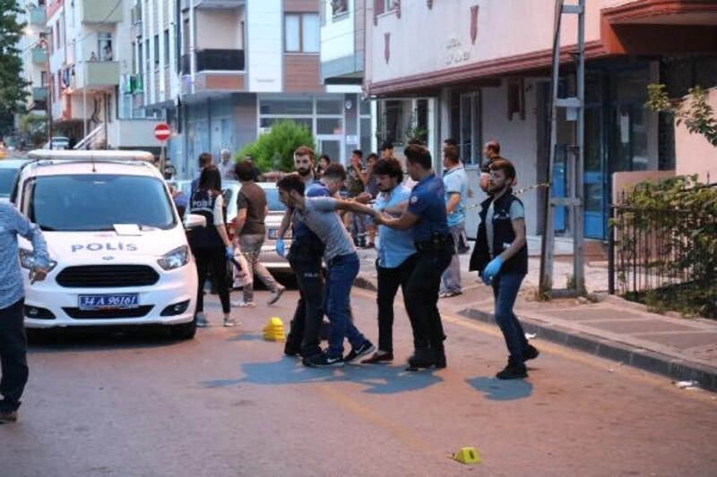 Ümraniye'de komşular arasında silahlı kavga çıktı, sokak savaş alanına döndü