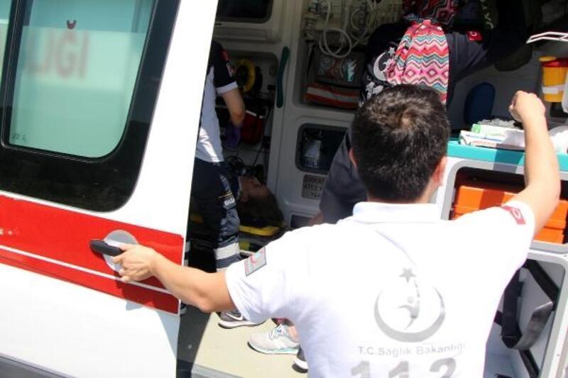 Hafif ticari araç takla attı: 1 ölü, 3 yaralı