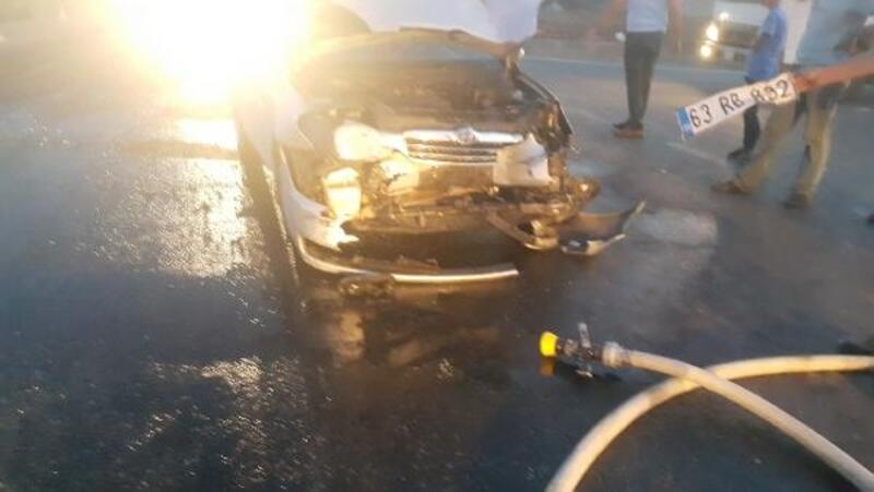 Adıyaman'da hafif ticari araç ile otomobil çarpıştı: 4 yaralı