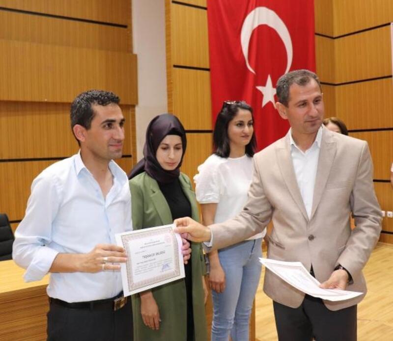 Midyat'ta başarılı öğretmenler ödüllendirildi