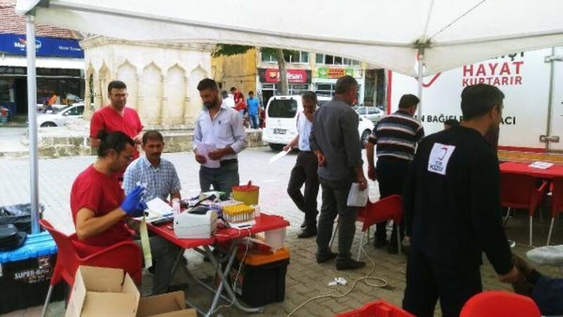 Kızılay, Çelikhan'da kan bağışı standı açtı