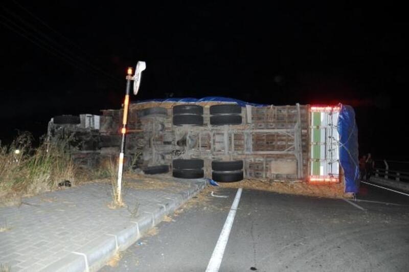 Freni boşalan kamyonun sürücüsü çevredekileri 'kaçın' diye uyardı