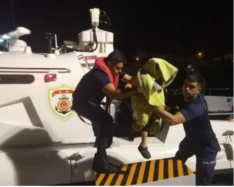 Çeşme açıklarında 43 kaçak yakalandı