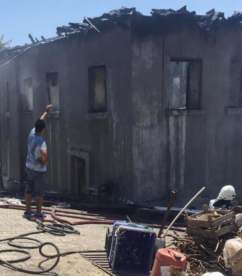 İki katlı ev yandı