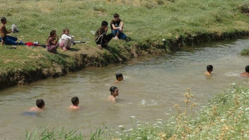 Kilis'te, sıcak hava günlük yaşamı zorlaştırıyor