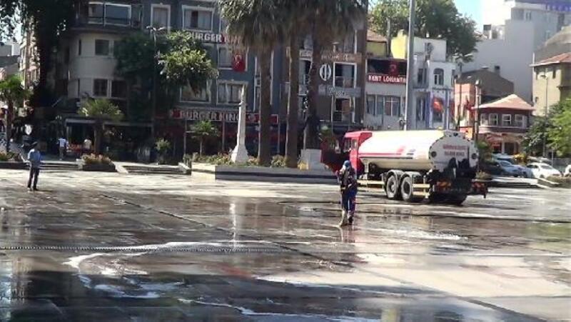 Bandırma'da Cumhuriyet Meydanı baştan sona temizleniyor