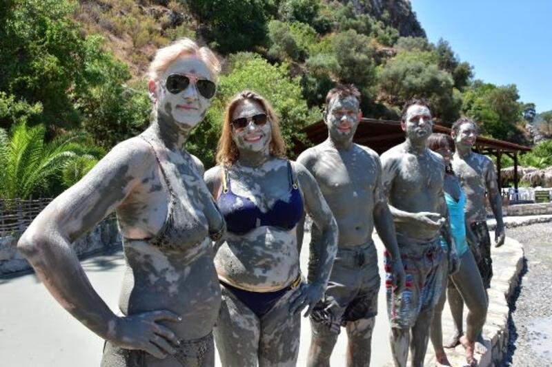 Çamur banyosuna yabancı turist ilgisi
