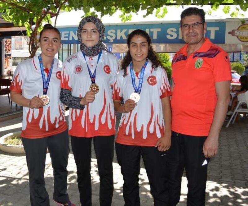 Kick boksta Türkiye birincisi oldular