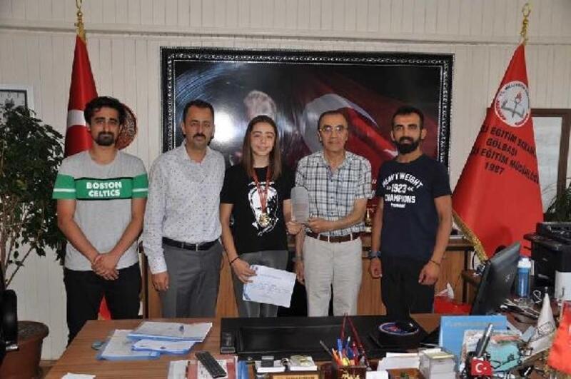 Gölbaşılı İlayda, eskrimde Türkiye şampiyonu oldu