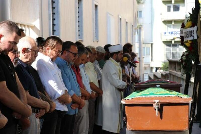 Evinde ölü bulunan fizyoterapist Funda, toprağa verildi