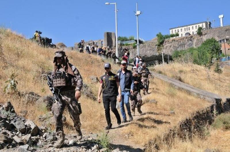 Hevsel Bahçeleri'nde 300 polisle uyuşturucu operasyonu
