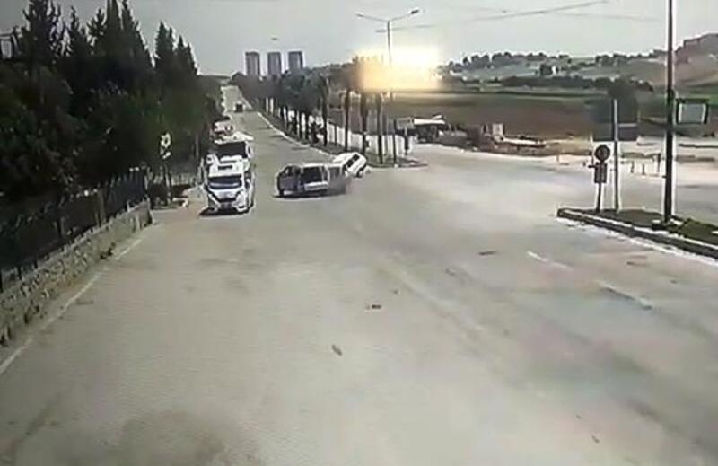 4 kişinin yaralandığı kaza, kamerada