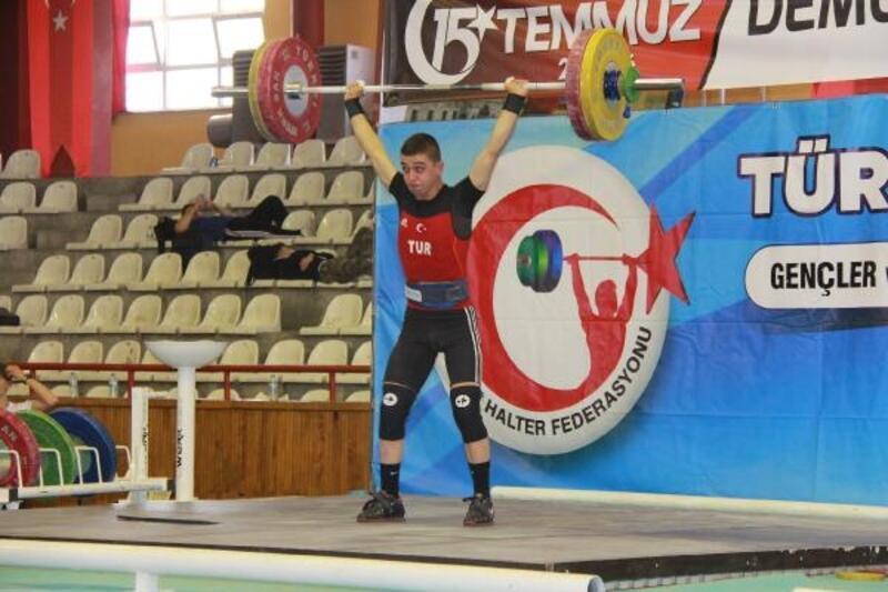 Gençler ve Büyükler Ferdi Halter Türkiye Şampiyonası Sivas'ta başladı