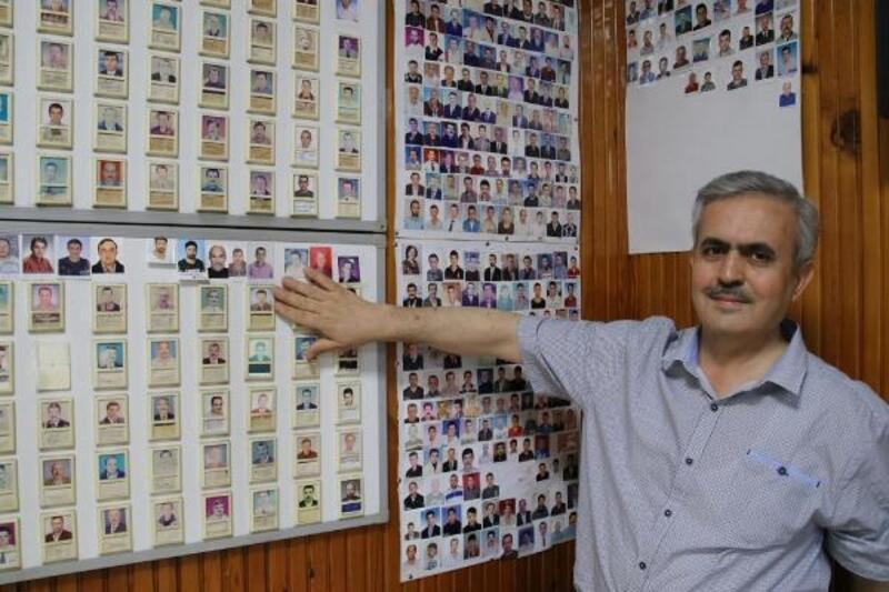 20 yıldır mola veren kamyoncuların fotoğraflarını biriktiriyor