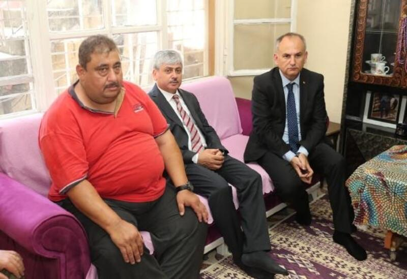 Vali Doğan'dan Şehit Dursun'un ailesine taziye ziyareti