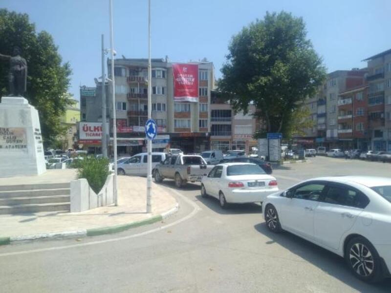 Yoldaki çalışma Mustafakemalpaşa'daki trafiği kilitledi