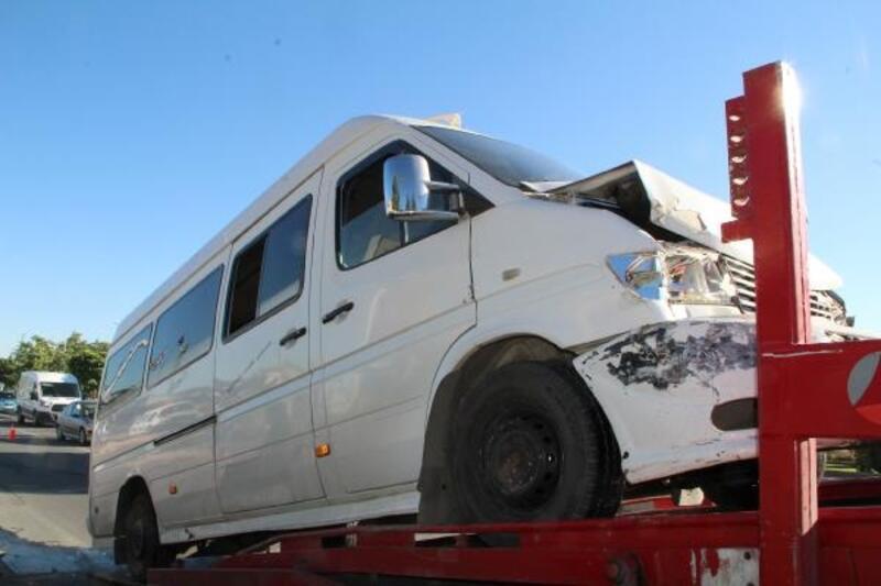 Elazığ'da minibüsler çarpıştı: 6 yolcu yaralı