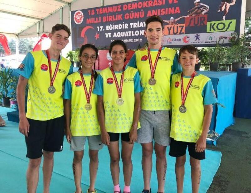 Alanyalı triatloncular 6 madalya kazandı