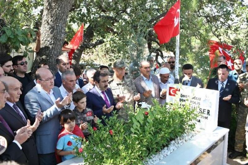 15 Temmuz şehitleri, Diyarbakır'da kabirleri başında anıldı