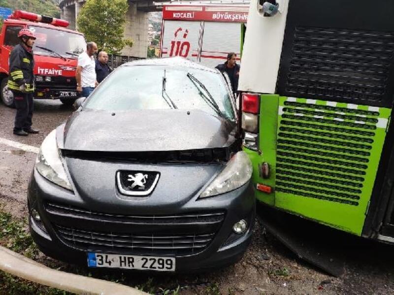 6 araç çarpıştı: 4 yaralı